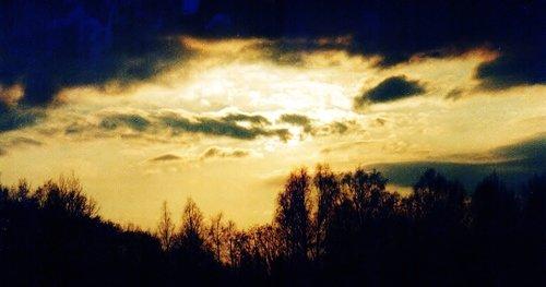 Небо хмурится