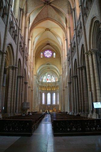 Интерьер базилики Сен Жан