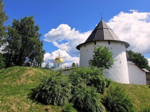 Башня Псково-Печерского монастыря