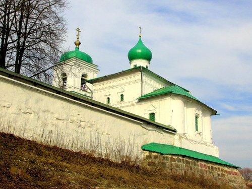 У Мирожского монастыря