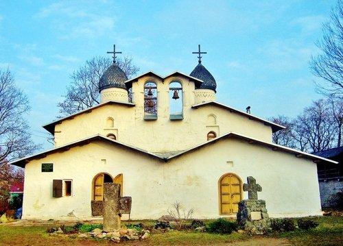 Церковь Покрова и Рождества Богородицы от Пролома во Пскове