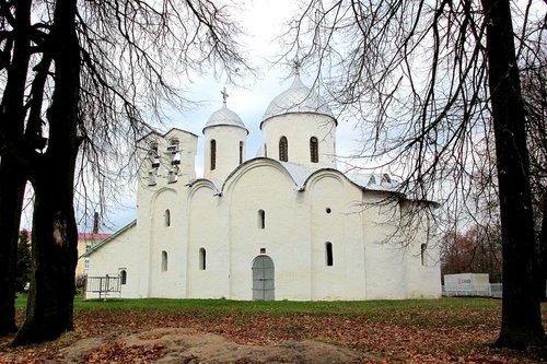 Собор Иоанна Предтечи во Пскове