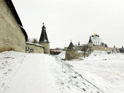 Зимой у Псковского Кремля