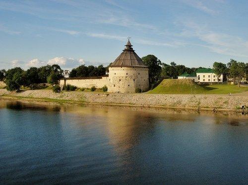 Покровская башня во Пскове