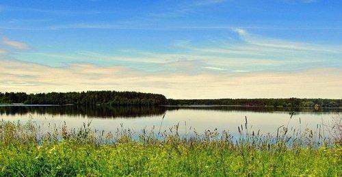 Летним днём на озере